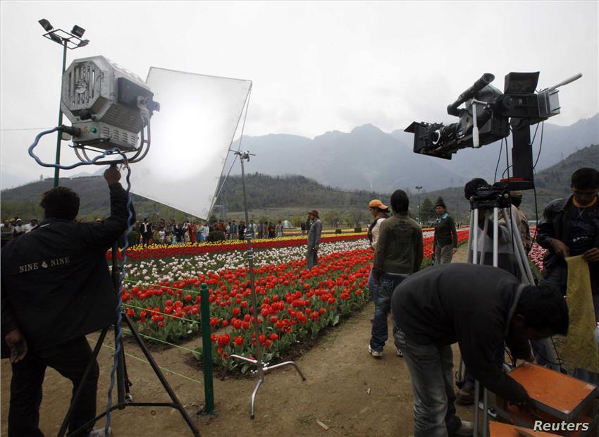 नई फिल्म नीति: मीडिया की तरह, फ़िल्मी कंटेंट भी साधने की सरकारी नीयत