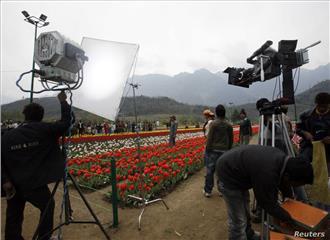 नई फिल्म नीति मीडिया की तरह फ़िल्मी कंटेंट भी साधने की सरकारी नीयत